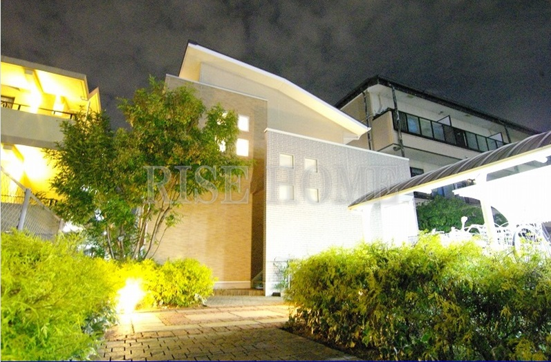 尼崎市昭和南通(阪神本線出屋敷)の賃貸物件外観写真